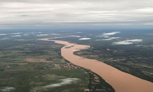 Chove, e o São Francisco se transforma num imenso rio de lama