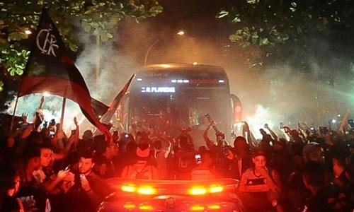 Flamenguistas invadem Maracanã e provocam tumulto no entorno do estádio
