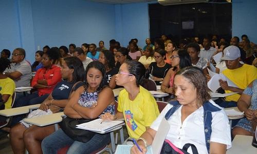 Faculdade oferece vagas para cursos gratuitos nas áreas de saúde, humanas e exatas