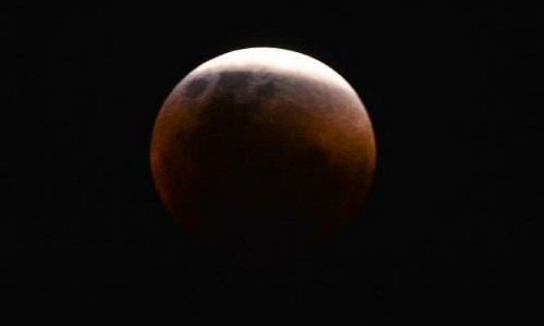O que astrônomos e astrólogos dizem sobre raro fenômeno lunar que volta após 150 anos?