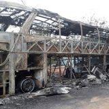 Ônibus com passageiros pega fogo na BA-131