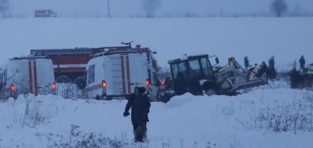 Avião cai na Rússia e deixa 71 mortos