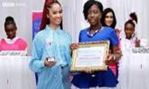 Modelos com autismo viram garotas-propaganda em Gana