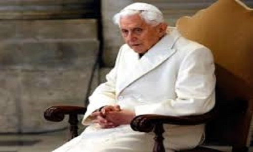 Papa emérito Bento XVI sofre de doença debilitante