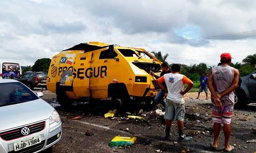 Homens armados explodem carro-forte no norte da Bahia