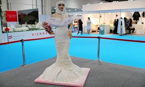 Bolo de US$ 1 milhão é exposto em feira nos Emirados Árabes