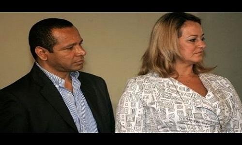 Pais de Neymar são acusados de sonegar impostos