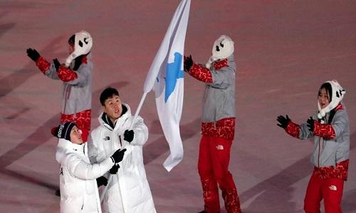 Delegações das Coreias entram sob bandeira única em estádio
