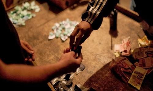 Adolescentes são apreendidos por tráfico de drogas após denúncia anônima