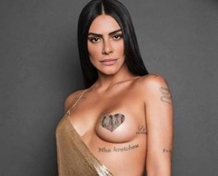 CLEO PIRES CAUSA EM FOTO SEXY, COM SEIO COBERTO APENAS POR UM ADESIVO