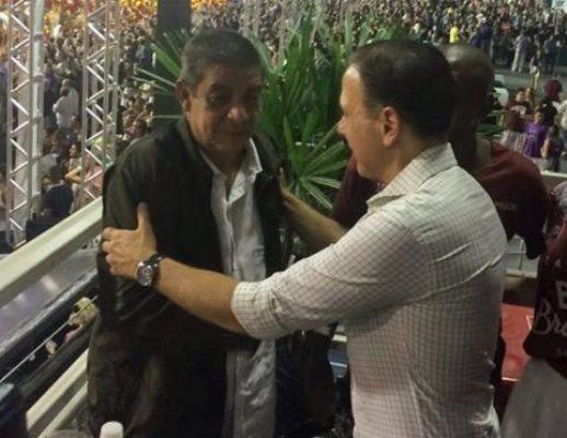 João Doria tenta tirar foto com Zeca Pagodinho e se dá mal