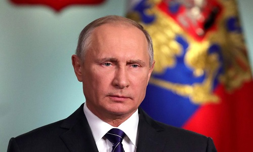 """Putin promete um futuro de """"brilhantes vitórias"""""""