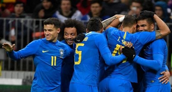 Brasil fura bloqueio defensivo da Rússia e vence amistoso por  3 x 0
