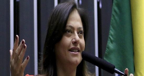"""ALICE PORTUGAL : """"DEFENDER A MULHER É LUTA PERMANENTE"""""""
