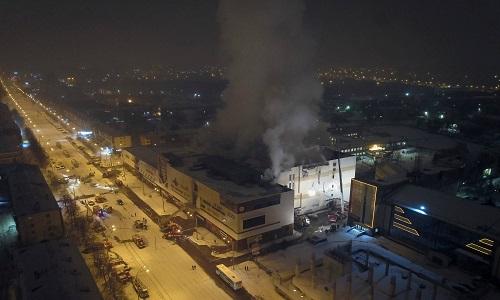 Incêndio em shopping na Rússia deixa ao menos 64 mortos