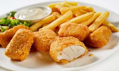 Peixe empanado e frito: como fazer kibbeling