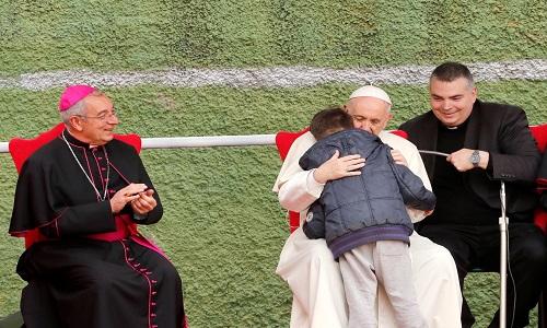 Papa consola criança que perguntou se seu pai ateu estava no céu