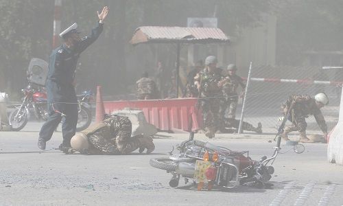 Duplo ataque a bomba mata 25 no Afeganistão