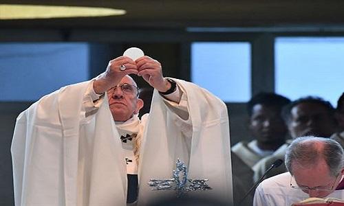 Papa convoca cardeal Marx por disputa sobre a eucaristia