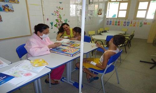 Cerca de 20 mil estudantes assistem às aulas em hospitais, segundo dados do MEC