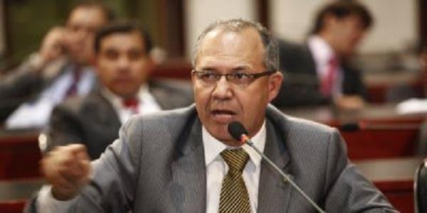 Deputados que querem visitar Lula deviam preocupar-se com presos na Bahia, diz Geilson