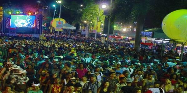 Nesta noite de quarta feira folies iniciam extraoficialmente a Micareta 2018