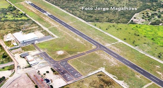 Ex vereador questiona investimento do governador Rui Costa no aeroporto de Vitória de Conquista
