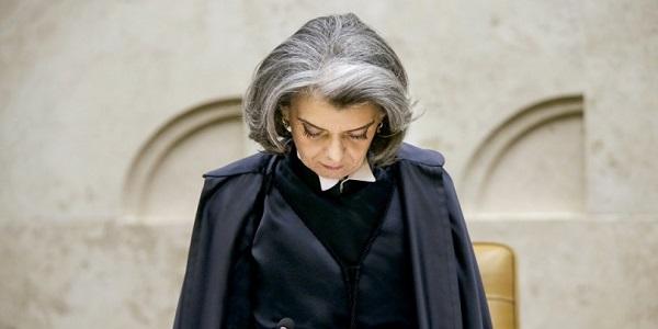 Sexta-feira 13: Cármen Lúcia assume a presidência da República