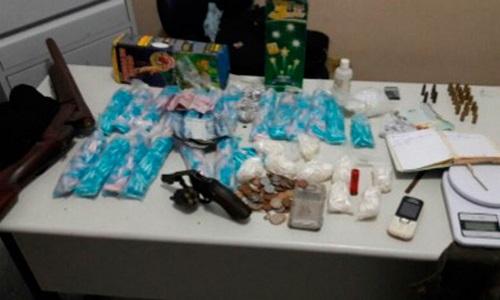Policia descobre 'acampamento do tráfico' com drogas, armas e munição na BA