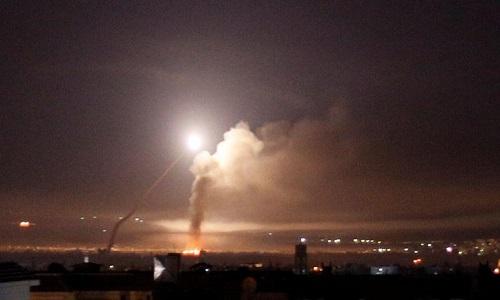Israel ataca dezenas de alvos iranianos na Síria