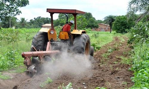 Prefeitura destinou quase 1.400 horas de trator para pequenos agricultores