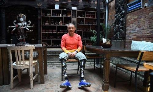 Chinês chega ao cume do Everest, com as duas pernas amputada