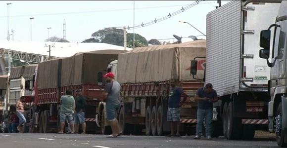 Caminhoneiros criticam sindicatos e dizem que vão manter greve
