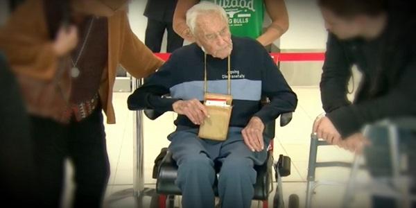 Cientista de 104 anos atravessa o mundo para encerrar sua vida