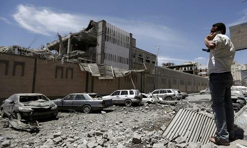 Bombardeios deixam mortos e feridos em Sanaa, no Iêmen