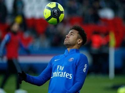 Neymar é liberado para treinar no campo