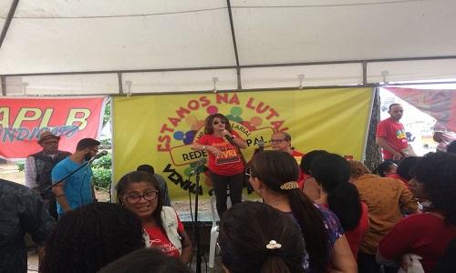 Professores municipais paralisam atividades em Salvador
