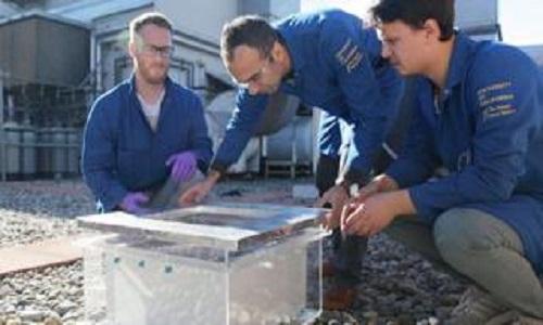 A caixa revolucionária que coleta água do ar no deserto