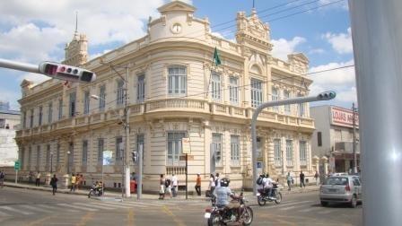 A Prefeitura realizará licitação para autorização das reformas de escolas