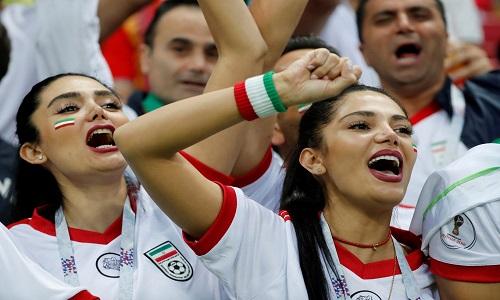 Mulheres Iranianas torcem e vibram pela ´primeira vez´
