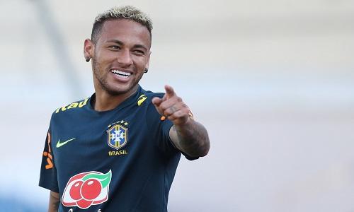Neymar se livra das dores e consegue ser feliz na copa