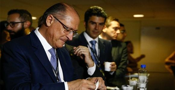 Em jantar do PSDB, Alckmin perde a paciência