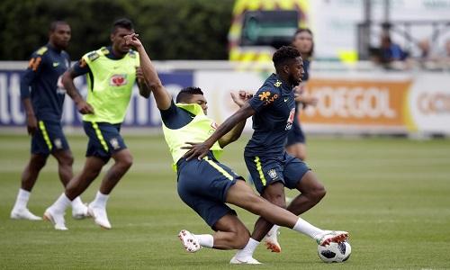 Fred não treina com o grupo e deve ser desfalque contra a Áustria