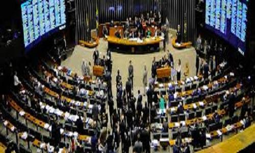 Jogo do Brasil vai encurtar semana de trabalho no Congresso