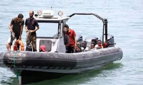 Guarda costeira resgata imigrantes no Mediterrâneo