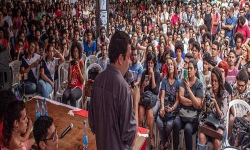 """Bolsonaro se aproveita do """"medo"""" da população brasileira, diz Boulos"""