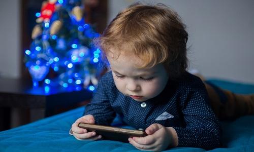 Os riscos do YouTube para crianças e adolescentes