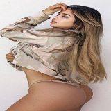 Kim Kardashian russa ´Esnoba´ a copa e posa em ensaio sensual