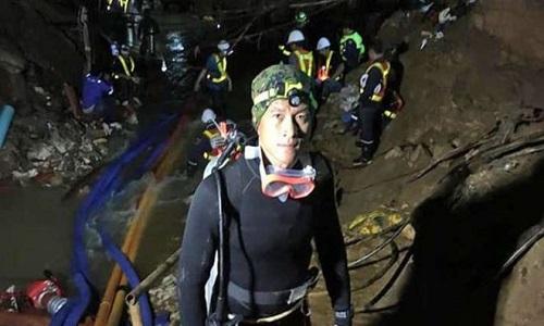 Morte de mergulhador no resgate dos meninos presos em caverna
