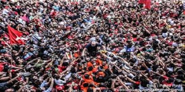 """Se depender das """"instituições judiciais"""", a prisão de Lula será perpétua"""